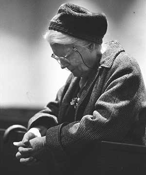 Dorothy Day, co-founder of the Catholic Worker Movement, is pictured in prayer at a church in New York in 1970. (CNS/photo © Bob Fitch)